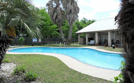 Live Oaks - Pool